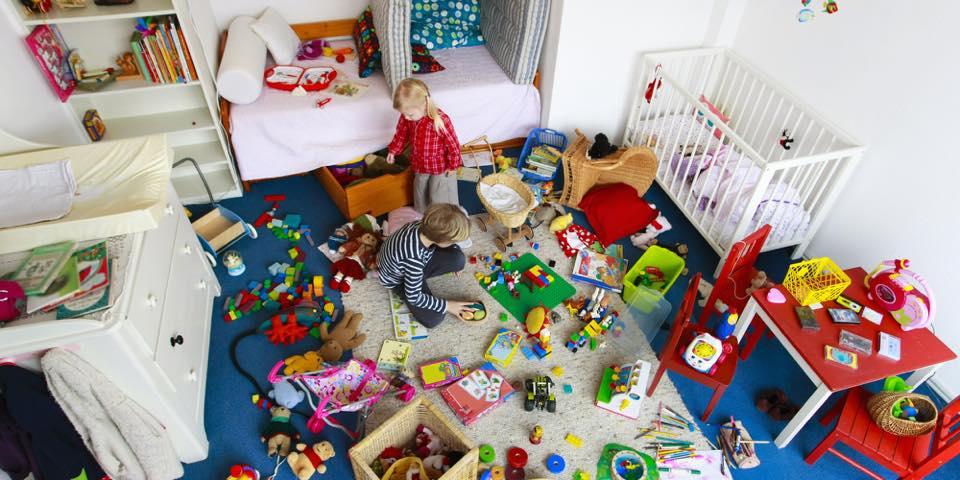 bambini-con-i-loro-giochi