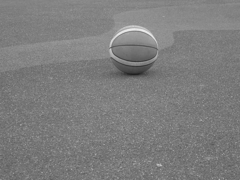 palla-abbandonata-a-terra